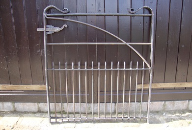 Gate with half hoop brace and garden latch