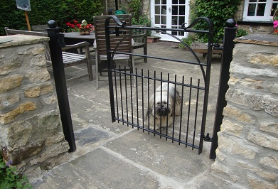 hoop braced gate with sawn off lower upright ends